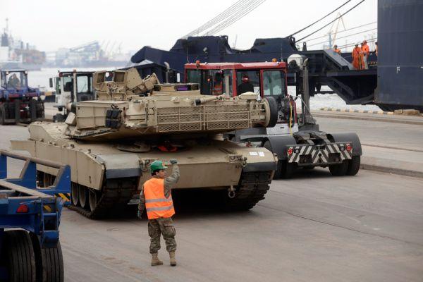 Также стало известно, что США направляют около 3 тысяч военнослужащих, а также большое количество военной техники в страны Балтии.