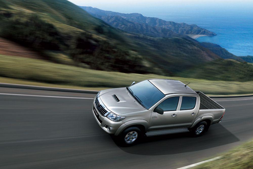Лучшим автомобилем по сохранению остаточной стоимости без учета класса стал Toyota Hilux (91,2%).