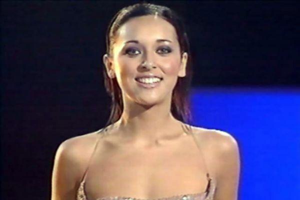 В следующий раз Россия участвовала в конкурсе только в 2000 году. От нашей страны в «Евровидении» участвовала молодая певица из Татарстана Алсу, которой на тот момент еще не исполнилось 17 лет. Алсу ждал триумф – ее песня «Solo» заняла на конкурсе 2 место.