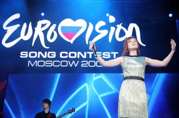 В 2004 году на самый популярный в Европе музыкальный конкурс отправилась выпускница телепроекта «Фабрика звезд - 2» Юлия Савичева. Ее песня «Believe Me» («Поверь мне») заняла 11 место.