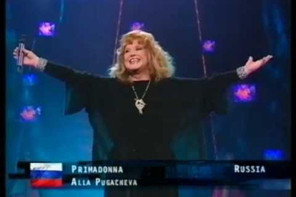 В 1996 году на конкурс должен был поехать певец и композитор Андрей Косинский, однако его песня «Я это я» не прошла дополнительный отборочный тур. В 1997 году страну представляла Алла Пугачева. Исполнив  песню «Примадонна», она заняла 15 место. Изначально исполнять ее должен был Валерий Меладзе, однако он заболел.