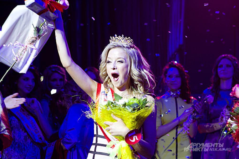 И, наконец, победительницей конкурса и новой «Королевой Университетов» стала студентка СибГУТИ Мария Бердникова.