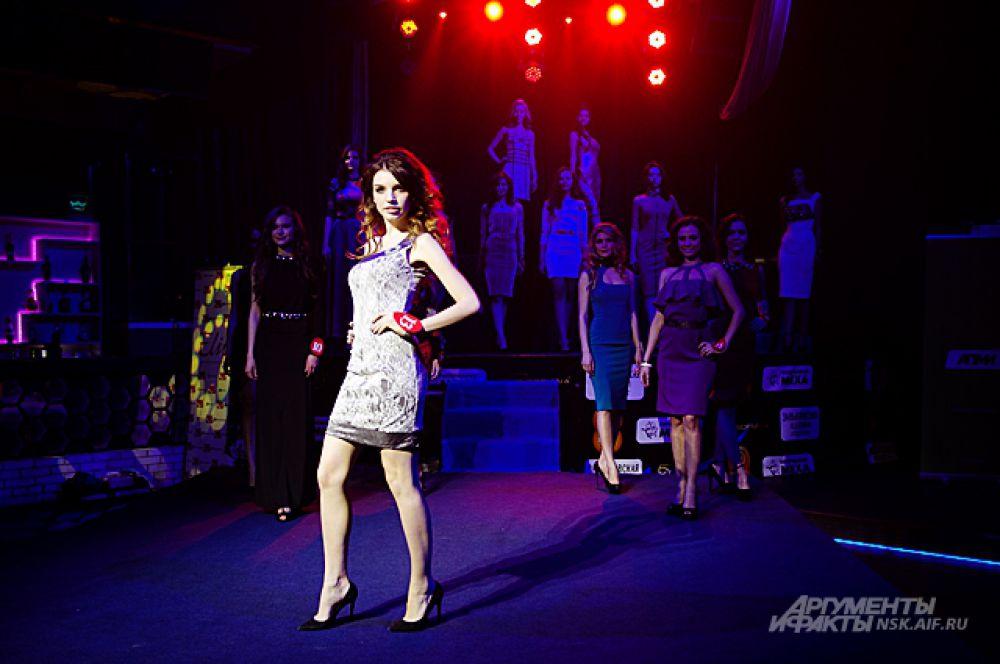 А дефиле в вечерних платьях добавило конкурсу шарма, а девушкам - изящества.