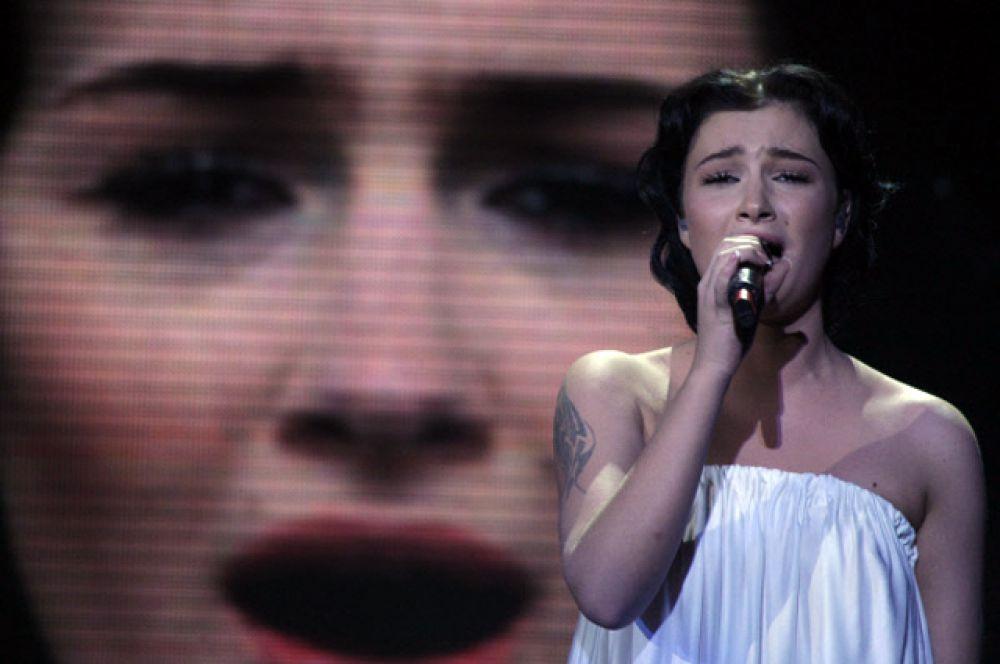В 2009 году «Евровидение» впервые прошло в Москве. Россию на конкурсе представляла еще одна выпускница «Фабрики звезд» - певица Анастасия Приходько. Она исполнила песню «Мамо» на русском и украинском языках и в итоге оказалась на 11 месте.
