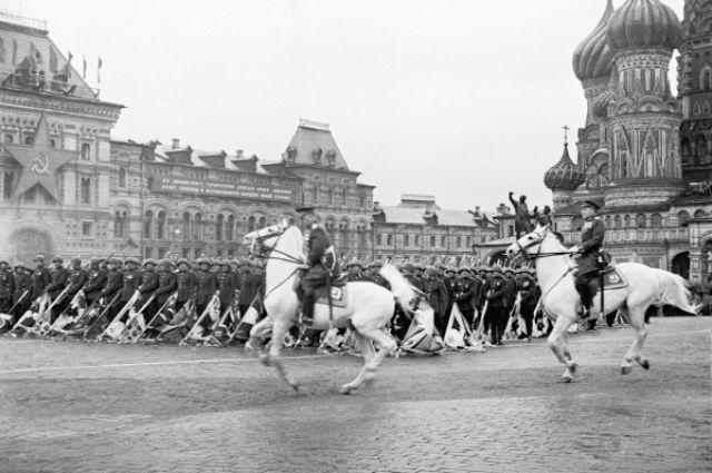 24 июня 1945 года. Парад Победы. Маршал Советского Союза Георгий Жуков принимает парад.