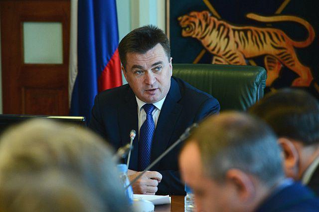 Владимир Миклушевский проводит заседание в администрации края.