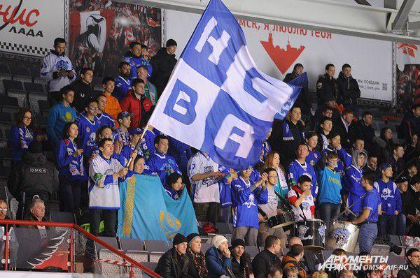 Гостей поддерживала группа фанатов из Казахстана.