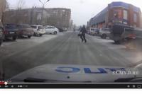 Мужчина перебегал дорогу прямо перед машиной ДПС.