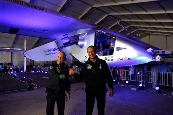 Швейцарский путешественник Бертран Пикар, участвовавший в создании самолета, подчеркнул, что машина совершенно уникальна. «Солнечный импульс» не нуждается в керосине и может использовать солнечную энергию днем и ночью.
