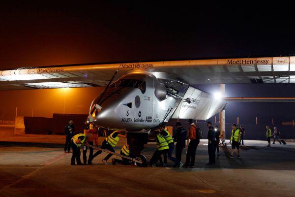 Первая машина (Solar Impulse 1) представляла собой одноместный моноплан, который мог находиться в воздухе до 36 часов.