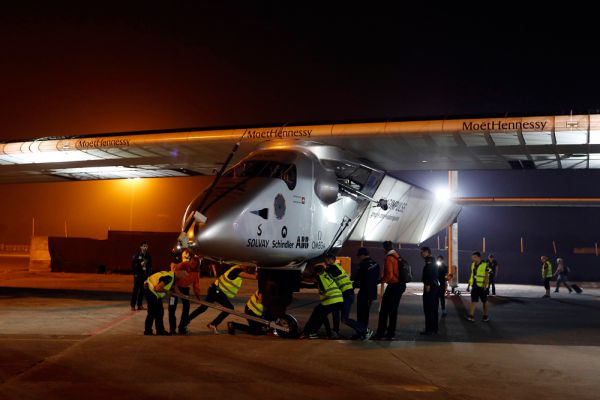 Solar Impulse потребуется около пяти месяцев, чтобы  покрыть расстояние в 35 тысяч километров, совершив всего 12 посадок, – в частности, в Маскате, Ахмадабаде, Варанси, Мандалае, Чунцине, Нанкине, на Гаваях, в Финиксе и Нью-Йорке.