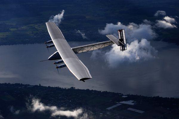 Самолет может совершать полеты в любых погодных условиях, в том числе в облачных зонах, а также в зонах турбулентности, к чему не была приспособлена первая модель. Первый самолет серии Solar Impulse был протестирован 7 апреля 2010, тогда он провел в полете 75 минут.