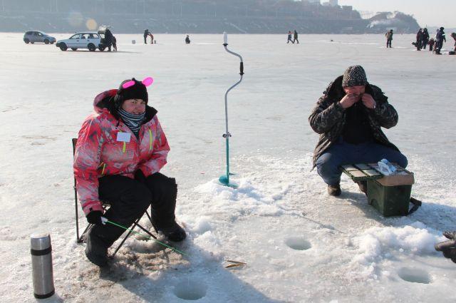 Многие омичи увлекаются подлёдной рыбалкой.