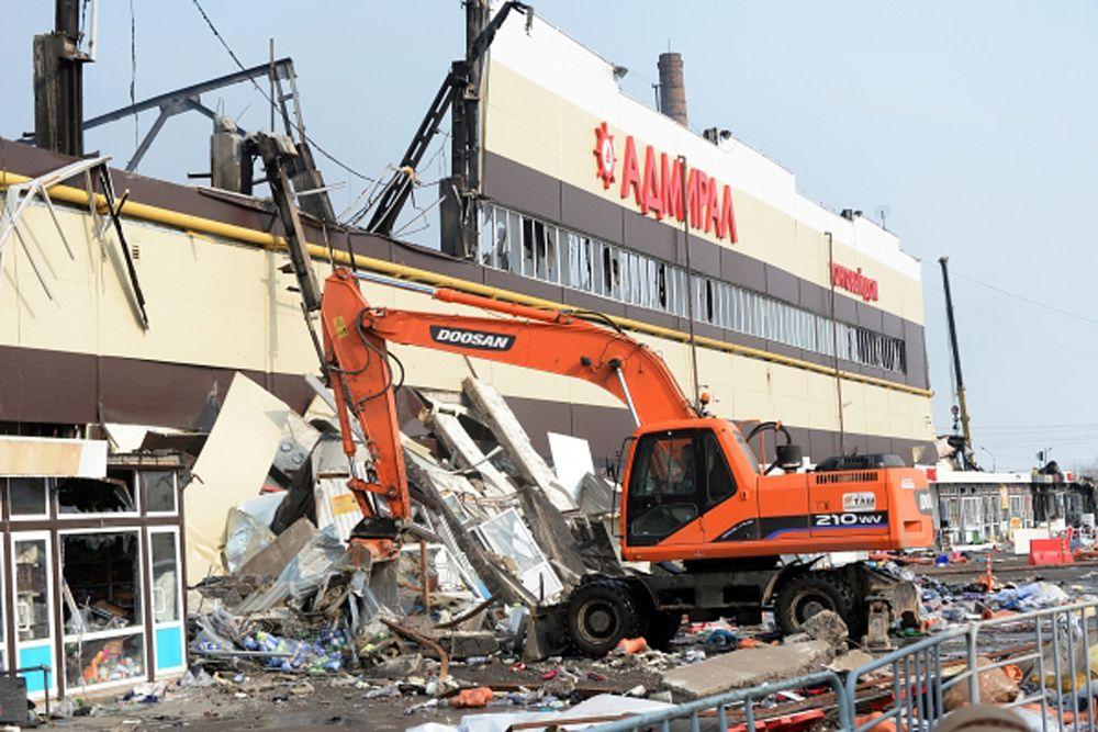Местная пресса вспомнила, что в октябре прошлого года были серьезные пожары на Вьетнамском рынке и рынке «Караваево». А в мае 2013 года горел торговый центр «Новая Тура». На эти рынки перешли торговцы, которые ранее стояли на городских вещевых рынках Казани. Некоторые предприниматели пережили все три пожара.