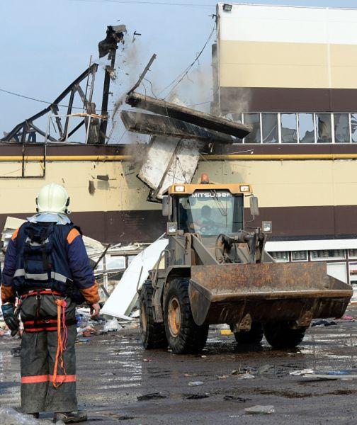 Возгорание в ТЦ «Адмирал», расположенном в Кировском районе Казани, произошло 11 марта около часа дня. Площадь пожара составляла 4 тыс. кв. м. Пожарные подразделения работали на месте происшествия по повышенному четвертому номеру вызова. Площадь строения, по данным комитета экономического развития столицы Татарстана, составляла более 19 тыс. кв. м, в том числе торговая — почти 11 тыс. кв. м. Здание горело более восьми часов. Пожар был потушен лишь в 21.30.