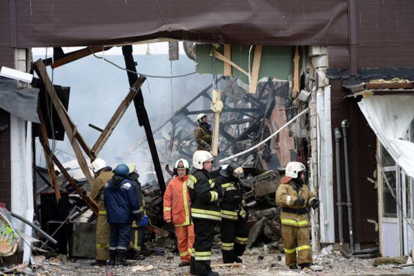 Изначально было известно, что число жертв трагедии составляло пять человек. Но начальник Приволжского регионального центра МЧС России Игорь Паньшин заявил, что без вести пропавшими числятся еще 25 человек — в основном продавцы.