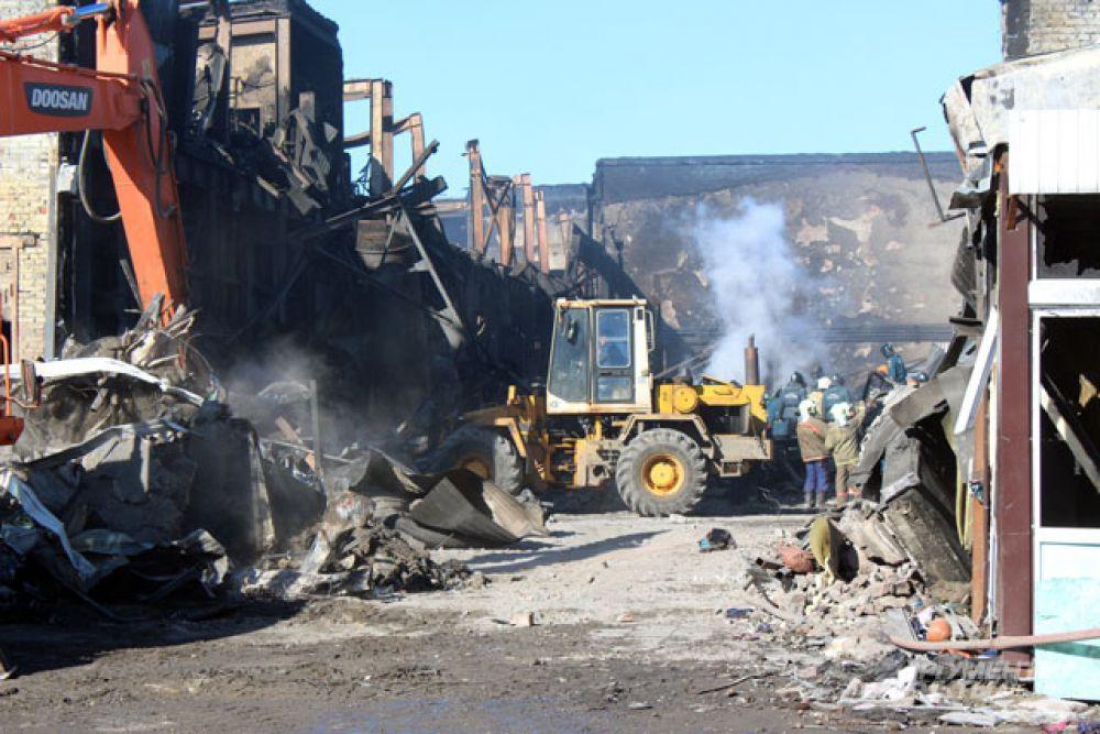 Пожар в ТЦ «Адмирал» произошел 11 марта. Общая площадь возгорания превысила четыре тысячи квадратных метров.