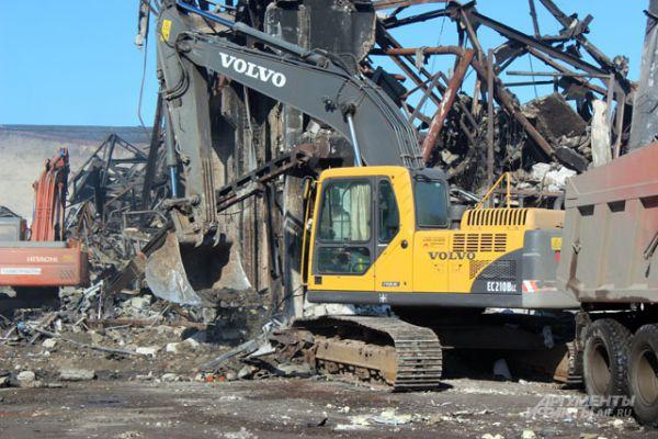 Из здания были эвакуированы более 200 человек. Более 50 получили травмы различной степени тяжести.