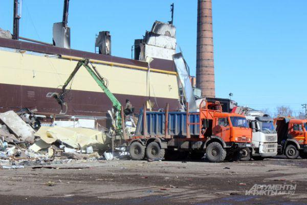 Предполагается, что под обломками сгоревшего здания могут находиться около 25 человек.
