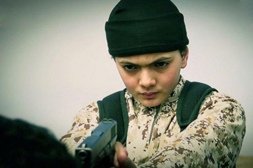 11 марта. Ребенок из террористической организации ИГИЛ убивает заложника.