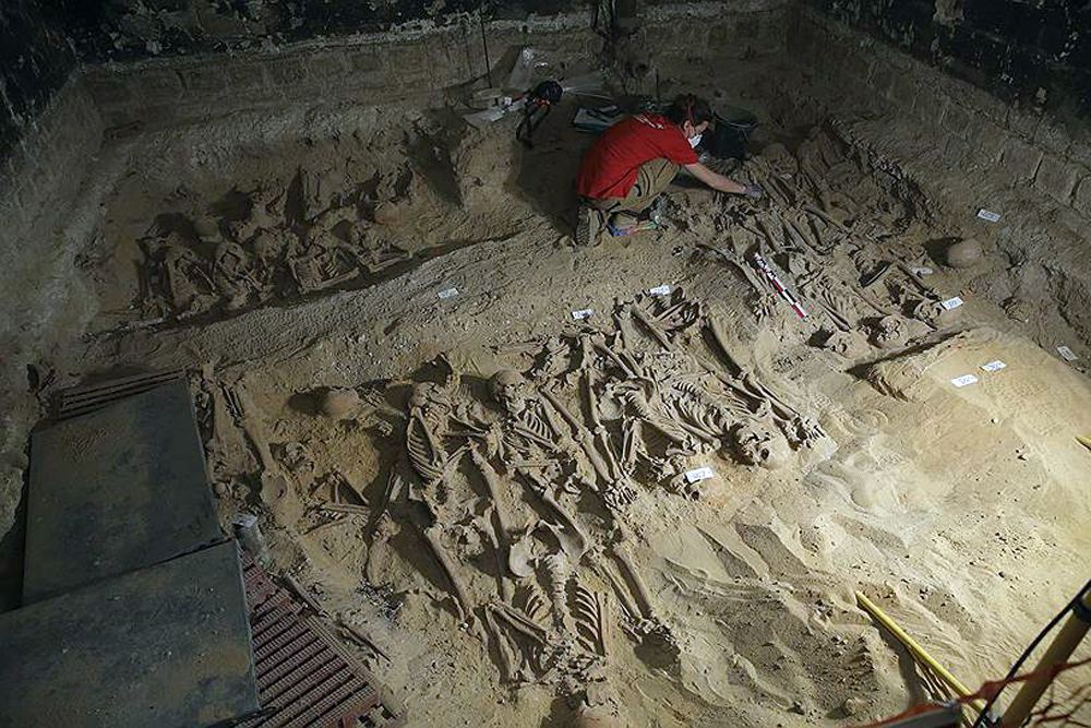 11 марта. Во время археологических раскопок в Париже найдены около 200 неизвестных захоронений.