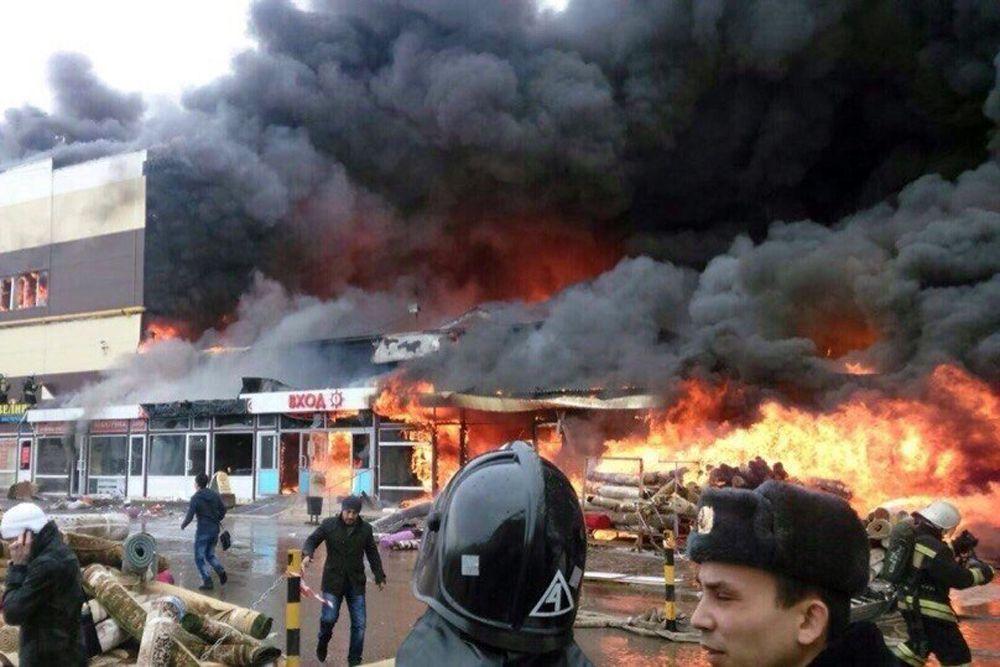 11 марта. Пожар в казанском торговом центре «Адмирал».