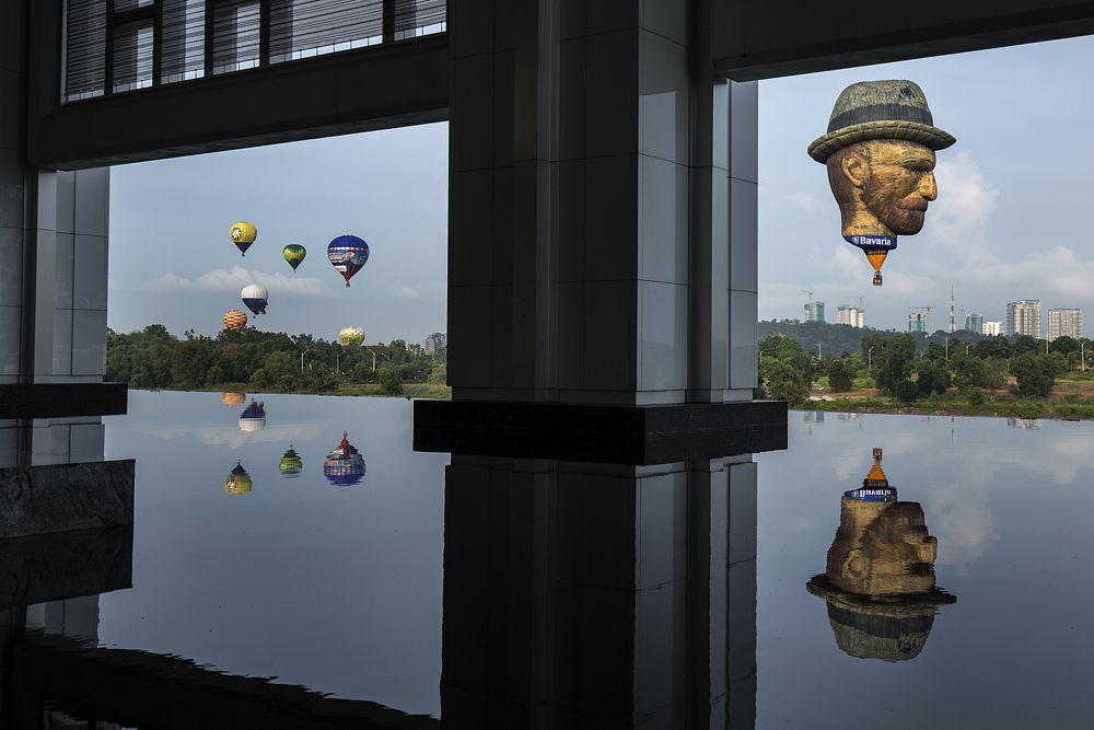 12 марта. Малайзия. Воздушный шар, созданный по мотивам автопортрета Винсента Ван Гога.