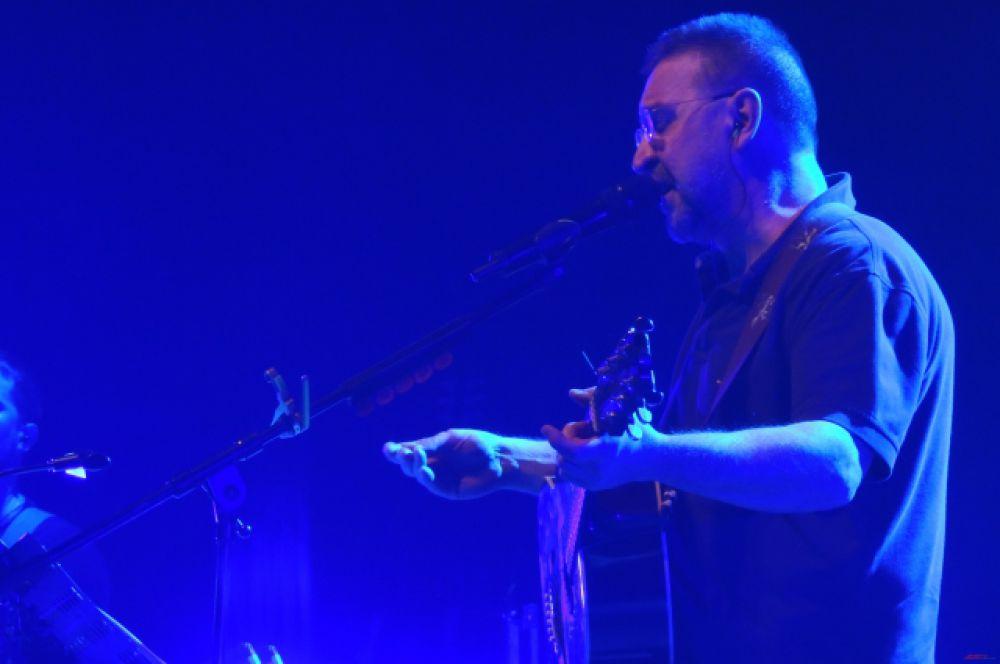 Открывая концерт, Юра выразил соболезнования погибшим при пожаре в ТЦ «Адмирал».