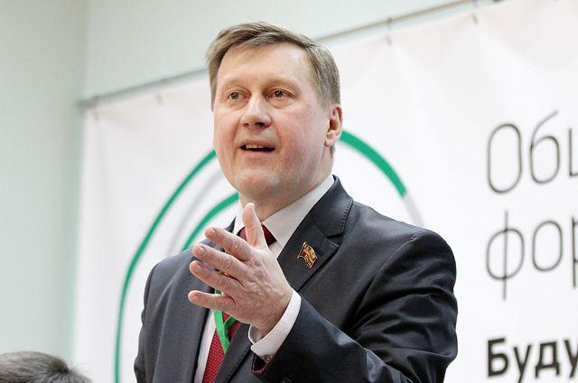 Мэр Новосибирска сократил себе зарплату
