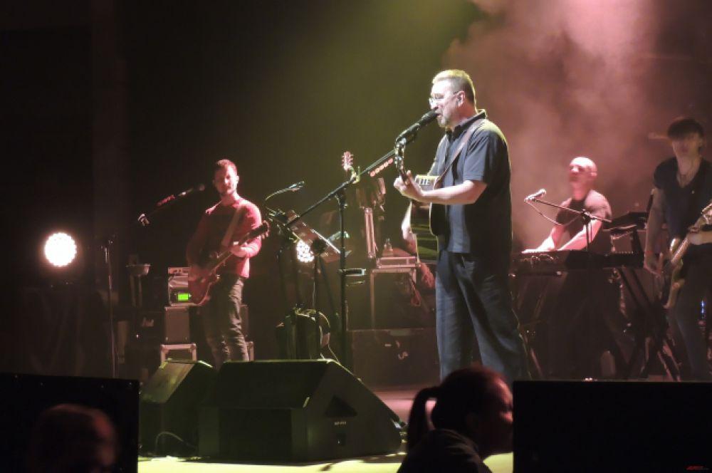 Напомним, что советская и российская рок-группа была основана в 1980 году в Уфе.
