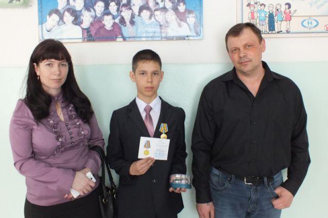 Антон с родителями