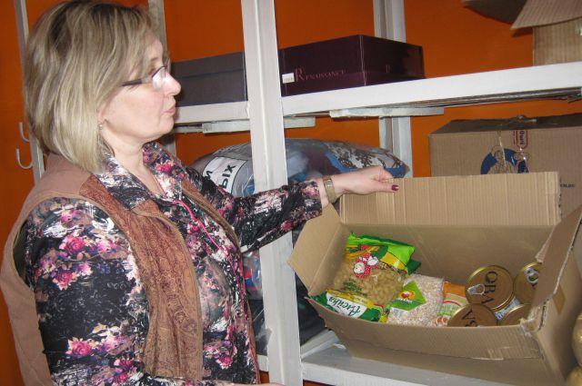 В Центр социального обслуживания кемеровчане приносили коробки с продуктами питания и вещи для нуждающихся.
