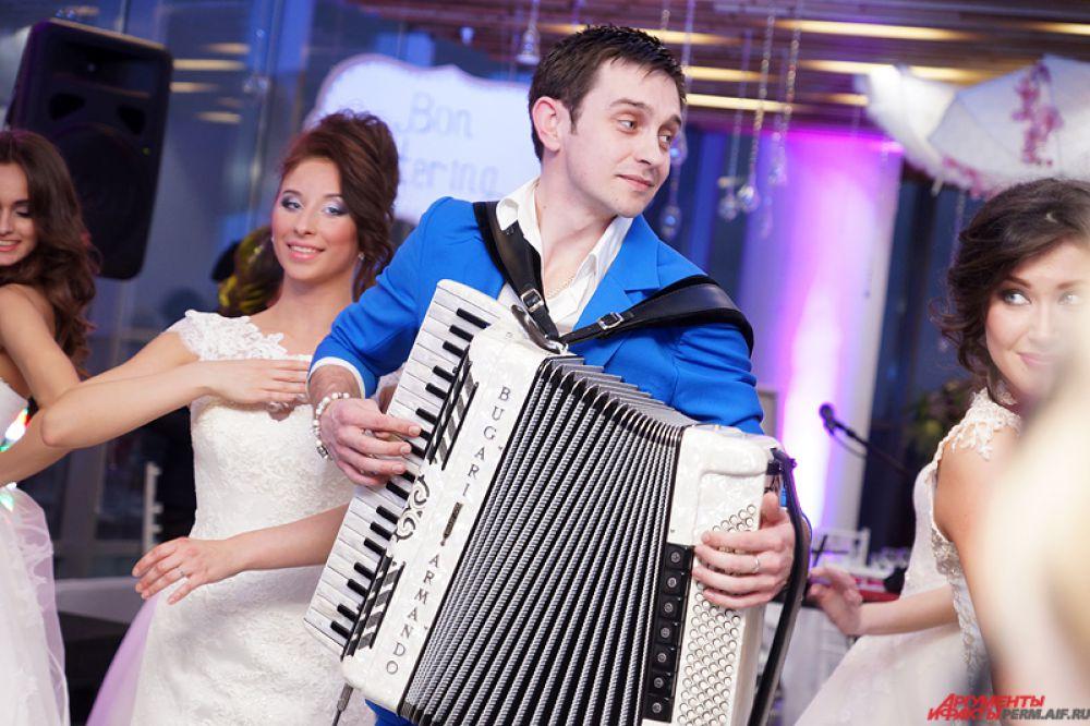 Мероприятие посетил Дмитрий Пономарев - аккордеонист-виртуоз, композитор, аранжировщик.