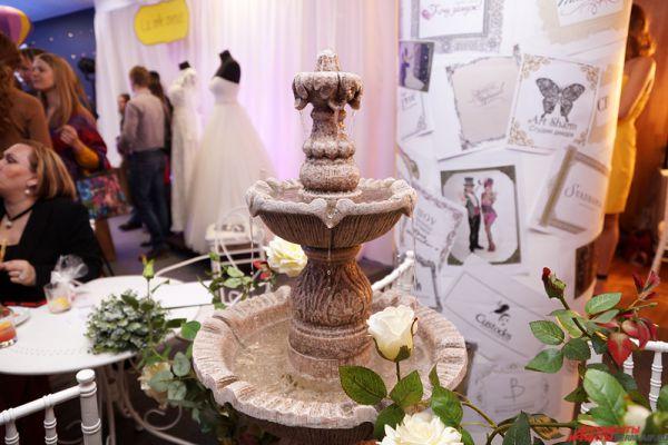 Организаторы шутили, что фонтан на выставке может исполнить любое желание.