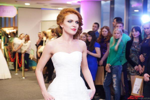 Центральным событием стало дефиле, где модели продемонстрировали самые модные свадебные платья этого сезона.