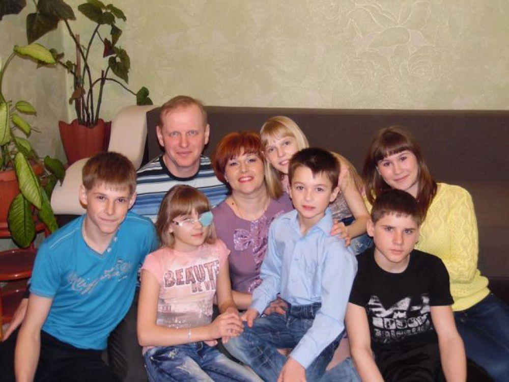 """Участник №1. Прислала Ольга: """"Фото моей подруги и её семьи"""""""