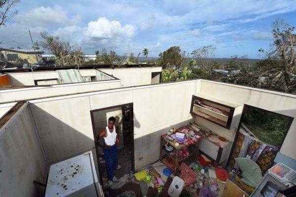 Разрушительный циклон «Пэм» обрушился на тихоокеанское островное государство Вануату в субботу, жертвами стихии стали 44 человека.