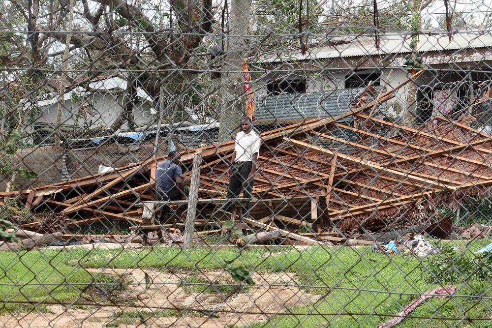 Тропический циклон «Пэм» разрушил Вануату так сильно, что на восстановление страны потребуются годы. В провинции, в которой находится правительство, введено чрезвычайное положение. Что происходит в других провинциях Вануату – неизвестно.