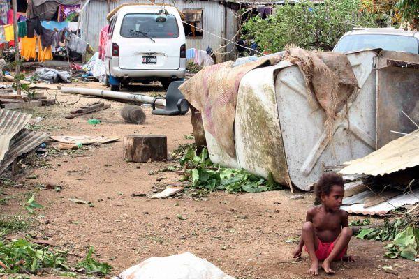 Во многих районах страны люди также испытывают серьезные проблемы с энергоснабжением. Только в эвакуационных центрах столицы насчитывается свыше 10 тысяч человек.