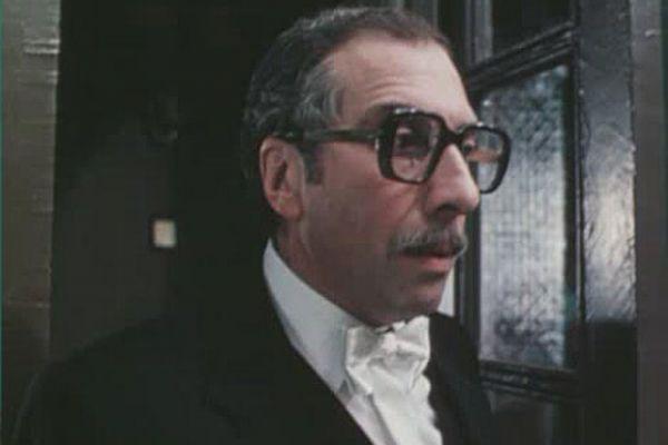 Дебютом Сергея Юрского в кино стал фильм «Повесть о молодоженах», снятый в 1959 году. Известным его сделала главная роль Чудака в эксцентрической комедии Эльдара Рязанова «Человек ниоткуда» (1961). Затем были роли в картинах «Крепостная актриса» (1963), «Время, вперед!» (1965), «Республика ШКИД» (1966), «Золотой теленок» (1968), «Интервенция» (1968), «Король-олень» (1969), «Сломанная подкова» (1973), «Расмус-бродяга» (1978) и др.