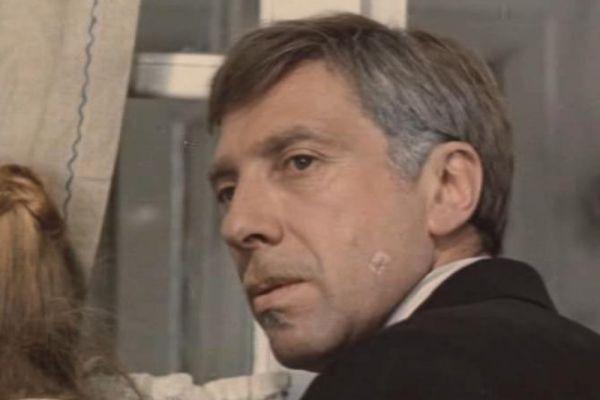 На сценах зарубежных театров актер участвовал в постановках театра Bobigny в Париже в спектакле «Дибук» (Азриель), Национального театра в Брюсселе в Бельгии в спектакле «Незрелые любовники» (Барон Казу). Как режиссер он работал в японском театре «Хаюдза» в Токио, где в 1986 году осуществил постановку спектакля «Любовь» по Алешину, и в 1998 году постановку спектакля «Боркман» по Генрику Ибсену.