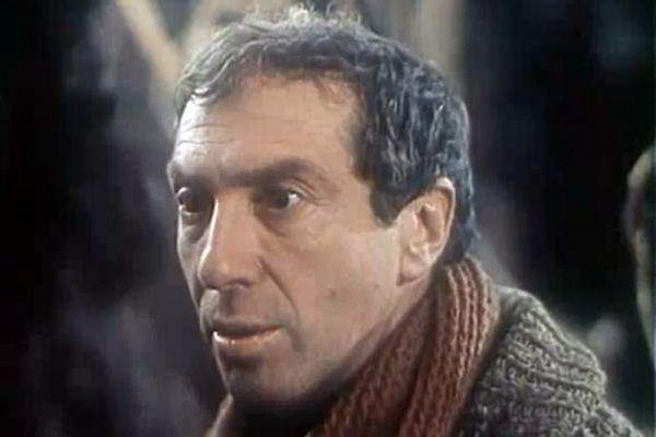 В 1980-1990-х годах среди интересных ролей Юрского в кино можно отметить роли мэтра Роше в телефильме «Ищите женщину» (1982), дяди Мити в картине «Любовь и голуби» (1984), Экстрасенса в одноименном фильме (1992), мэтра Рене в сериале «Королева Марго» (1996).