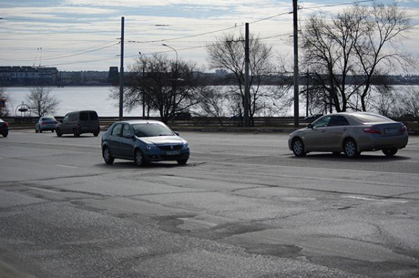 Въезд с Вогрэссовского моста на улицу 20-летия Октября