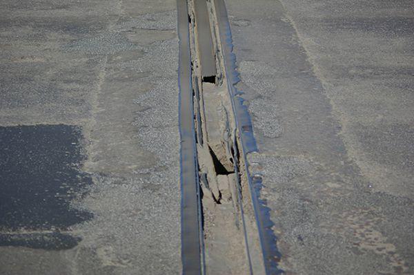 Северный мост - о стык панелей легко можно порвать шину.
