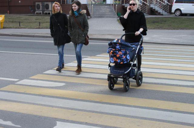 Спецкомиссия проверила состояние разметки пешеходных переходов на ул. Куйбышева.