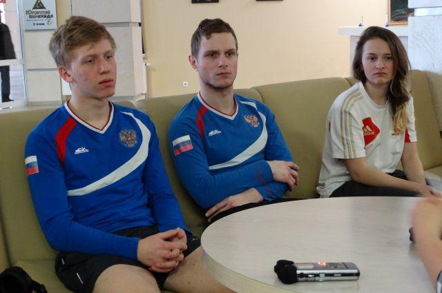 Никита Комиссаров, Никита Ишатенко и Анна Сурмилина.