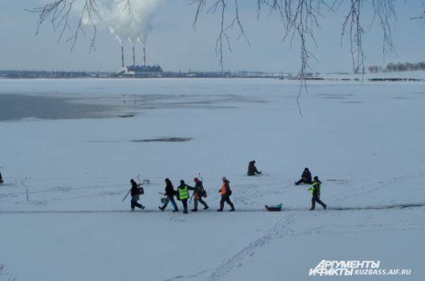 Весна нынче выдалась тёплая, рыбачить пришлось ближе к берегу, на незнакомом месте и по колено в воде. Возможно, все эти трудности отразились на результате. Улов оказался небольшим.