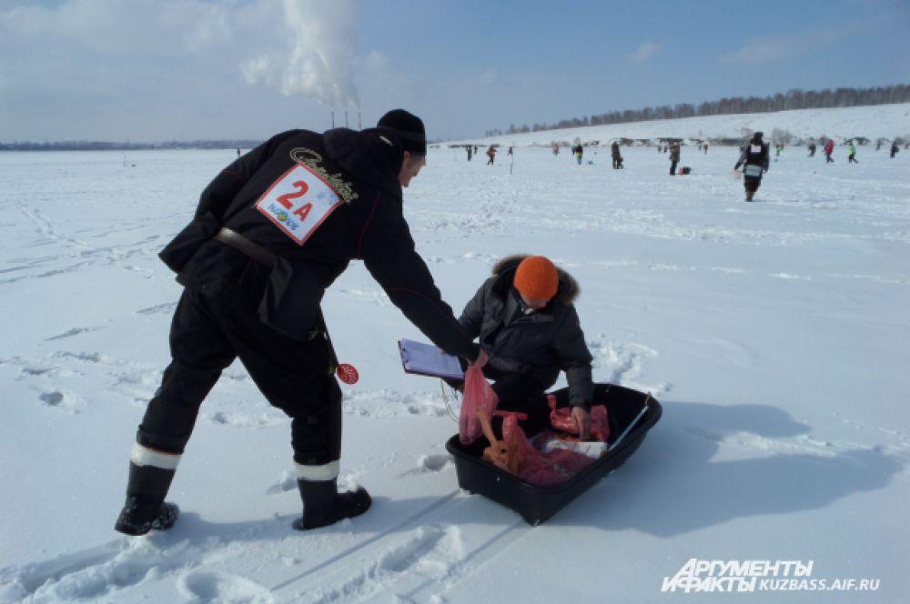Сбор улова лично контролировал президент областной федерации спортивной рыбалки Александр Захаров.