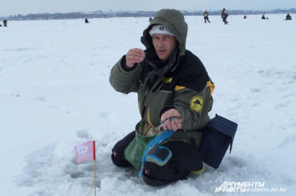 На мормышку на Беловском водохранилище клюёт окунь и ёрш. Вес рыбки 80-100 г.