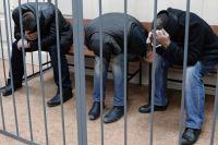 Подозреваемые в убийстве политика Бориса Немцова в Басманном суде города Москвы.